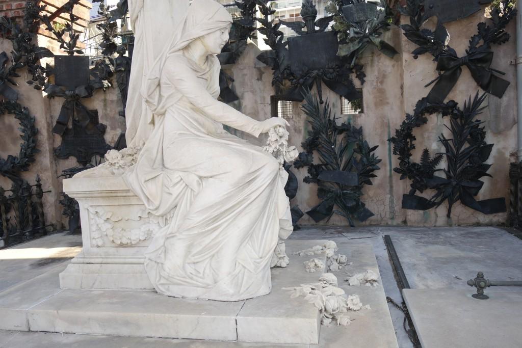 Statue Sitting