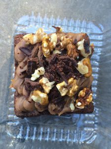 Brownie topped with dulce de leche and nuts